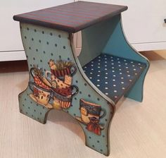 Hand Painted Stools, Painted Chairs, Hand Painted Furniture, Kids Furniture, Wooden Painting, Tole Painting, Palet Projects, Wood Projects, Mod Podge On Wood