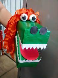 Personagens folclóricos feitos com materiais recicláveis como: caixas de leite, potinhos de danone, rolos de papel, garrafa pet, copos ...