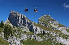 To take the cable car to the top of Berneuse is to set off on a wondrous escape where you can admire the beautiful landscape of Leysin from the dizzying heights of the mountain. It's a trip that is magical whatever your age.  Télé-Leysin-Les Mosses-La Lécherette SA  Add: Route du Belvèdère 8 1854 Leysin - CH Tel : +41 (0) 24 494 16 35 Email: info@tlml.ch