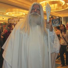 Gandalf the White Costume Guide Cosplay Outfit Lord of the Rings Wizard with White Staff and Robe