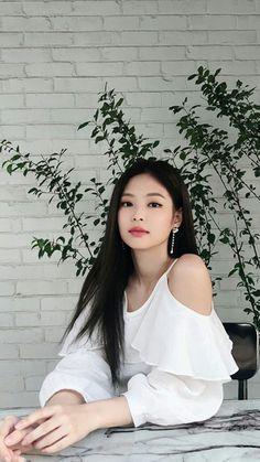 She is really beautiful Blackpink Jennie, Kpop Girl Groups, Kpop Girls, Lisa Park, Mode Kpop, Blackpink Members, Black Pink Kpop, Black Girls, Blackpink Photos