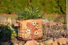 Květináč bílý Květník hrneček / od Ateliér MIG   Fler.cz Planter Pots, Clay, Bird, Clays, Birds, Modeling Dough