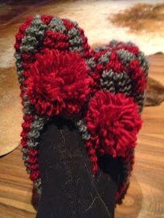 Knitting Accessories, Ciabatta, Knitting Socks, 4th Of July Wreath, Mittens, Knit Crochet, Winter Hats, Crafts, Slippers