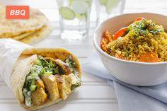 Pitas au Poulet, Sauce à la Menthe et Concombre et Salade de Couscous Marrakech Pizza Hamburger, Pain Pita, Calories, Tacos, Marrakech, Sandwiches, Mexican, Hamburgers, Ethnic Recipes