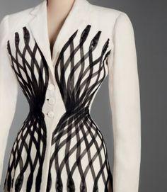 * Carven tailleur Esperanto printemps/été1951(applications de ganse de crin sur la veste)