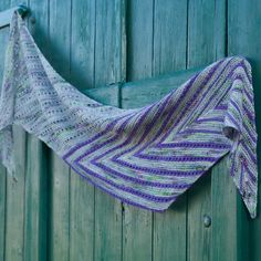 Plum Leaf by Martina Behm – this knitting pattern was available exclusively for members of Strickmich! Club during the first 6 months after its publication. Now it's on Ravelry and in Strickmich! Shop!