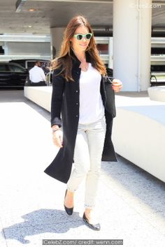 Jessica Biel  Jessica Biel seen arriving at Los Angeles international airport (LAX) http://www.icelebz.com/events/jessica_biel_seen_arriving_at_los_angeles_international_airport_lax_/photo1.html