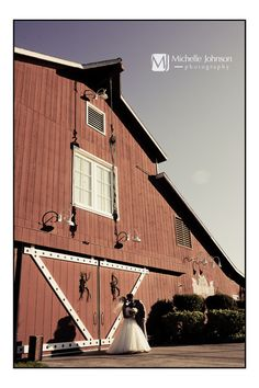 Michelle Johnson Photography Blog: Country Barn Wedding {Kellie + Brett} Strawberry Farms. Country Chic!