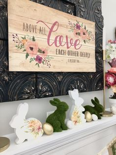 Painted reclaimed wood ideas to elegantly upgrade your décor. See the best designs for 2020 and bring the charm of reclaimed wood to your home! Wood Crafts, Diy Crafts, Diy Wood, Themes Photo, Spring Projects, Cool Paintings, Home Decor Trends, Making Ideas, Easter Centerpiece