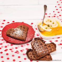 Schokoladewaffeln Foto: Mona Lorenz Panna Cotta, French Toast, Burritos, Breakfast, Ethnic Recipes, Desserts, Food, Cacao Powder, Waffles