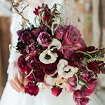 ON THE BLOG: Elegant industrial wedding inspiration that's stunning in its simplicity! Click link in bio or visit www.theweddingplaybook.com --- Photography@weareorigamiphotography Styling@styledbylinda_ Flowers@sweetbride Calligraphy@written_by_hand Cake@cakes2cupcakes Gowns@simplybrides Hair & Makeup @amychanhairmakeup Model @rosemariemarino