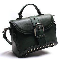 Borsa donna messenger vintage in vera pelle 100% fatta a mano 👜myalleshop Types Of Bag, Green Bag, Vintage Handbags, Vintage Leather, Cross Body Handbags, Messenger Bag, Shoulder Bag, Lady, Slot
