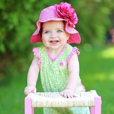 Perfect for a day at the park! Baby Sun Hat, Baby Girl Hats, Baby Flower, Flower Hats, Baby Hut, Rose Hat, Baby Girl Images, Classic Theme, Pink Candy