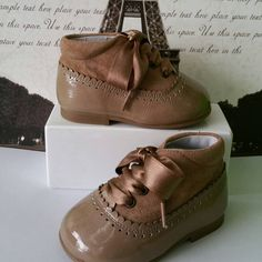 Botitas en camel www.nenoszapateriainfantil.com  #modainfantil #casualwear…
