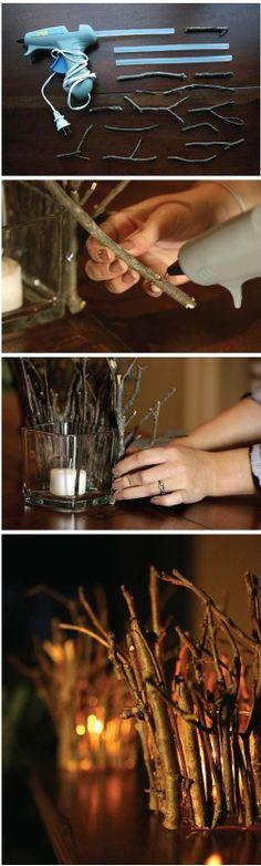 Maak je eigen kaars decoratie! Lijm de takken rondom de vaas, laat het lijm goed…