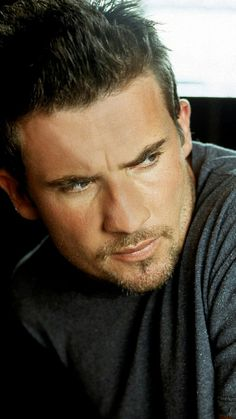 Dominic Purcell:  Little different look