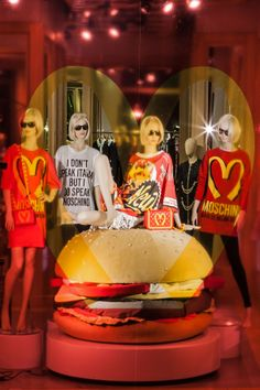 I dont speak italian but i do speak Moschino! so good! Moschino-windows-Hamburger - S.Andrea - 20 febbraio 2014