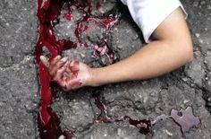 #موسوعة_اليمن_الإخبارية l سعودي يستدرج والدته ويقتلها دهساً 3 مرّات بالسيارة وأشقاؤه يثأرون ويقتلونه بنفس المكان!