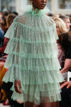 Valentino Spring 2019 Ready-to-Wear Fashion Show Valentino Spring. - Valentino Spring 2019 Ready-to-Wear Fashion Show Valentino Spring 2019 Ready-to-Wear - Fashion Details, Look Fashion, Trendy Fashion, Runway Fashion, Fashion Art, Fashion Show, Fashion Outfits, Dress Fashion, Fashion Spring