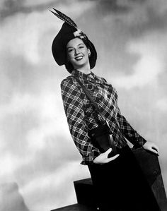Rosalind Russell Photograph - Rosalind Russell, Ca. Early by Everett Old Hollywood Movies, Hollywood Actresses, Rosalind Russell, Loretta Young, 1940s Fashion, Movie Stars, Vintage Ladies, Lady, Photograph