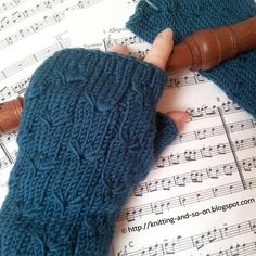 Free knitting pattern for fingerless gloves with a beautiful flower stitch.