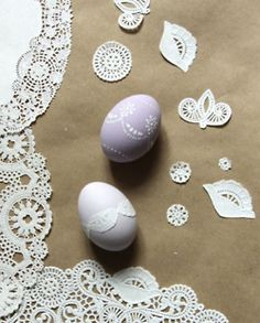 Easter Eggs! I'm totally doing this!   But probably on wooden eggs....ROFLOL