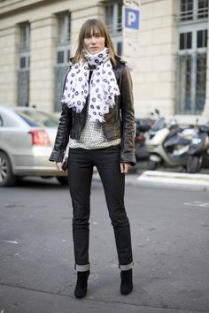 Wear A Scarf This Winter Style | PIN Blogger