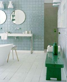 Wastafeltafel: veel vloerruimte. En paleis-de-tokyo-spiegels. Maar dat weet niemand...