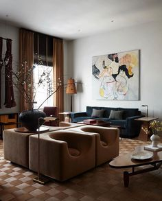 Find out more about New York-based Interior stylist & designer Colin King. With a refined and educated eye for selecting furniture, art, accessories, and. Corner Banquette, Miami Houses, Interior And Exterior, Interior Design, Interior Architecture, Living Room Cabinets, Brooklyn Apartment, Interior Stylist, Architectural Digest