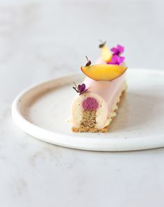 I turned the peaches into an extremely fluffy and silky whipped ganache, flavored with a little bit of Ivoire white chocolate and a hint of vanilla. White Almonds, Toasted Almonds, Patisserie Fine, Whipped Ganache, Dessert Parfait, Peach Melba, Peach Puree, Peach Slices, Plated Desserts