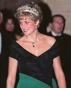 26 October 1991: Diana, Princess of Wales, attends a gala dinner at The Royal York Hotel in Toronto, Canada.