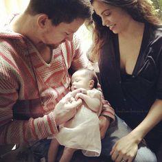 Channing Tatum mostra o rostinho da filha pela primeira vez