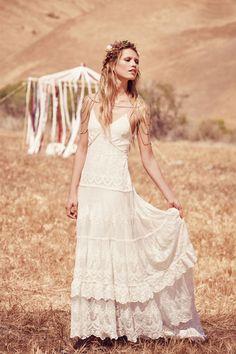 Imagen 42 Canyon Moon Mesh: Traje de novia en seda y encaje con falda con volantes a capas. Precio 697 euros | HISPABODAS