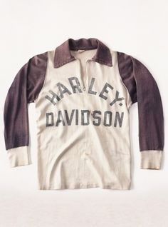 a rare piece of early Harley-Davidson motorcycling history. original racing jersey with Champion Sportswear tag in the neck. Harley Davidson Oil, Vintage Harley Davidson, Champion Sportswear, Bohemian Style Men, Motorcycle Outfit, Motorcycle Types, Vintage Biker, Vintage Tee Shirts, Vintage Motorcycles