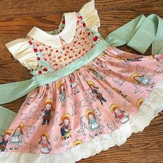 Finished JoJo's Easter dress made from Farm Girl by for with a touch of vintage eyelet. This is my Georgia Vintage Dress pattern. This is going to look so cute with her coordinating bonnet! Little Girl Dress Patterns, Vintage Dress Patterns, Vintage 1950s Dresses, Sewing Patterns For Kids, Little Girl Dresses, Clothing Patterns, Girls Dresses, Baby Girl Fashion, Kids Fashion
