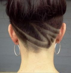 Nape undercut design // cut the overall hair shorter, but like the design Undercut Hair Designs, Undercut Women, Undercut Hairstyles, Pretty Hairstyles, Shaved Hair Designs, Hair Tattoos, Great Hair, Hair Dos, New Hair