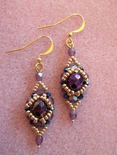 Seed bead jewelry Halo Earrings ~ Seed Bead Tutorials Discovred by : Linda Linebaugh Beaded Beads, Beaded Earrings Patterns, Beads And Wire, Beaded Bracelets, Bead Jewellery, Seed Bead Jewelry, Seed Bead Earrings, Diy Earrings, Hoop Earrings