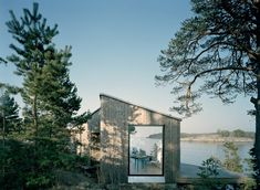 This modestly scaled vacation retreat designed by Claesson Koivisto Rune is located in the Stockholm archipelago, for a young family. Only 8 meters uphill is a neighboring house, leading to the decision for a completely Architecture Durable, Nature Architecture, Architecture Design, Scandinavian Architecture, Stockholm Archipelago, Swedish Cottage, Prefab Cabins, Wood Cabins, Summer Cabins