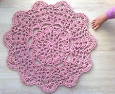 Pink Doily T-Shirt Rug: free pattern