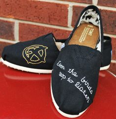 """""""Even the birds stop to listen"""" Hunger Game inspired Toms  OMFG I need these now!"""