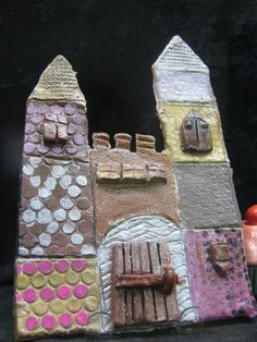 Here is a very successful clay project that my Grade 5s worked on last month !   My Grade 5 theme is Medieval and Renaissance art, and I...