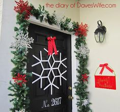 Popsicle Stick Snowflake Wreath http://www.thediaryofdaveswife.com/2011/11/my-christmas-y-front-door.html