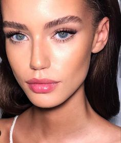 Make-up für die Rekrutierung von Schwesternschaften - Prom Makeup Looks New Makeup Ideas, Makeup Inspo, Makeup Trends, Contour Makeup, Lip Makeup, Makeup Eyebrows, Makeup For Pale Skin, Makeup Brushes, Fresh Face Makeup