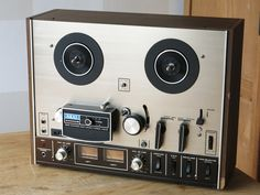 AKAI 4000DS reel-to-reel Tape Recorder