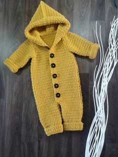 The Haylie Overall Crochet pattern by Swecraftcorner - wilhelmine Baby Clothes Patterns, Baby Patterns, Crochet Patterns, Babies Clothes, Babies Stuff, Baby Overall, Pull Bebe, Baby Snowsuit, Baby Bunting