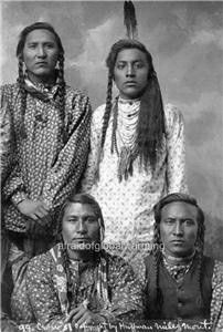 Montana Crow men (the left of the sitting men I suppose is Hail Stone), 1899 Native American Warrior, Native American Quotes, Native American Symbols, Native American Beauty, Native American History, American Indians, First Nations, Crow Indians, Indian Pictures