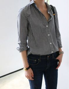 Tips for women from an online stylist on how to style a blazer, collared shirt, pant cuffs and more to give your outfit and entirely different feel. Estilo Boyish, Estilo Tomboy, Basic Fashion, Korean Fashion, Style Fashion, Casual Outfits, Cute Outfits, Fashion Outfits, Womens Fashion