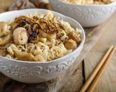 Nouilles allégées aux champignons, dinde et oignons : http://www.fourchette-et-bikini.fr/recettes/recettes-minceur/nouilles-allegees-aux-champignons-dinde-et-oignons.html