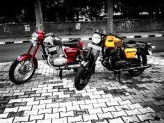 Yezdi 250cc  Photo courtesy of @sahib_yezdi  More photos on - http://ift.tt/1MOOLiU (Link in Profile) | #jawa | #jawamotorcycles.com | #idealjawa| #2stroke | #chrome | #Cz | #biker | #motorcycles | #imtheindianbiker | #yezdi | #yjoci | #retro | #czech | #vintage | #vintagestyle |#india | #motorbike | #caferacer | #bikeporn | #instamotogallery | #dirt | #bike | #picoftheday | #gopro | #motocross | #motorcycleyard |