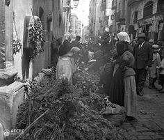 Fira d'herbes de Sant Ponç al carrer Hospital de Barcelona, 11 de maig de 1915 Autor- Carles Fargas i Bonell.jpg